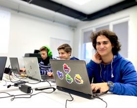 alt Училищна Телерик Академия отвори приема за безплатните си ИТ обучения за ученици в Кюстендил